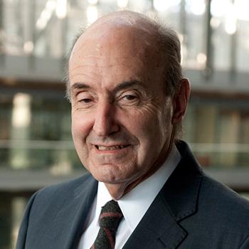Sr. Miquel Roca Junyent